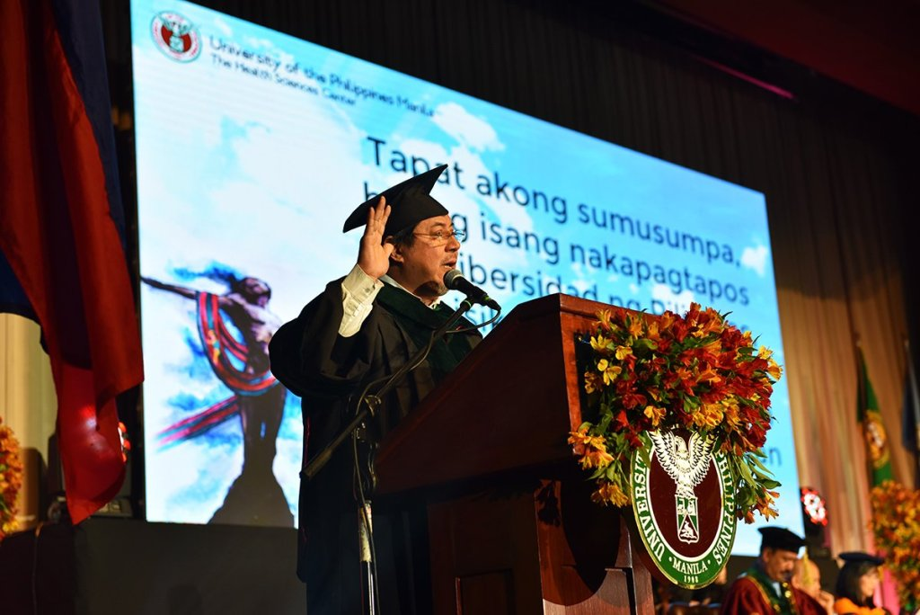UP System Executive Vice President Teodoro J. Herbosa leads the graduates in making the Pledge of Loyalty to the Alma Mater. (Photo by Abraham Arboleda, UP MPRO)