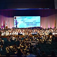 UP Manila graduates taking the Pledge of Loyalty to the Alma Mater. (Photo by Abraham Arboleda, UP MPRO)