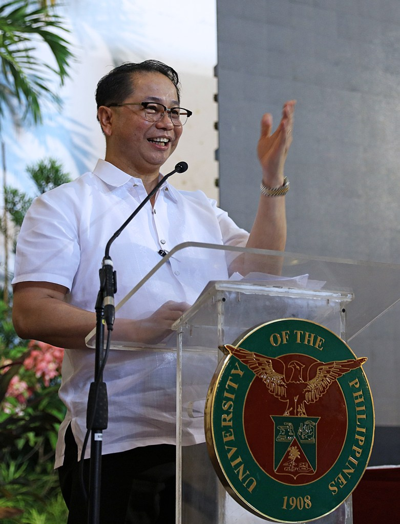 UP President Danilo Concepcion addresses the Alumni Council at Ang Bahay ng Alumni on August 17. (Photo by Misael Bacani, UP MPRO)