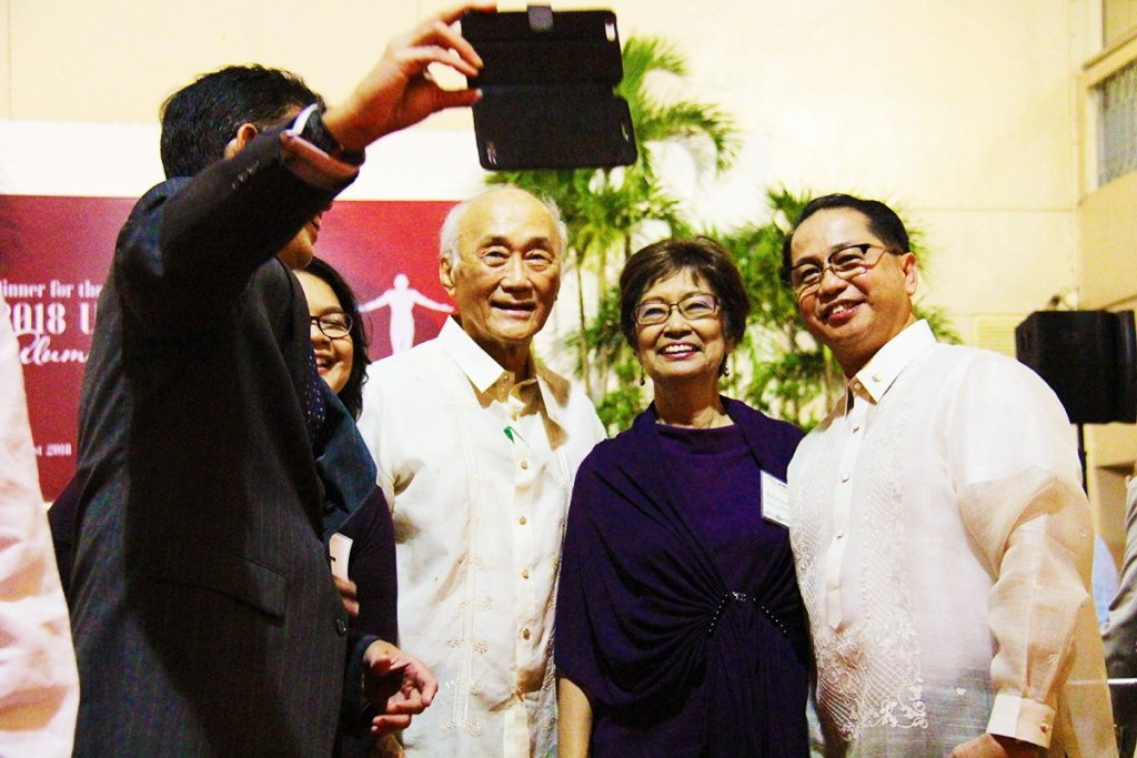 2018 UPAA Alumni Awardees take a selfie with the UP President (rightmost). (Photo by Jun Madrid, UP MPRO)