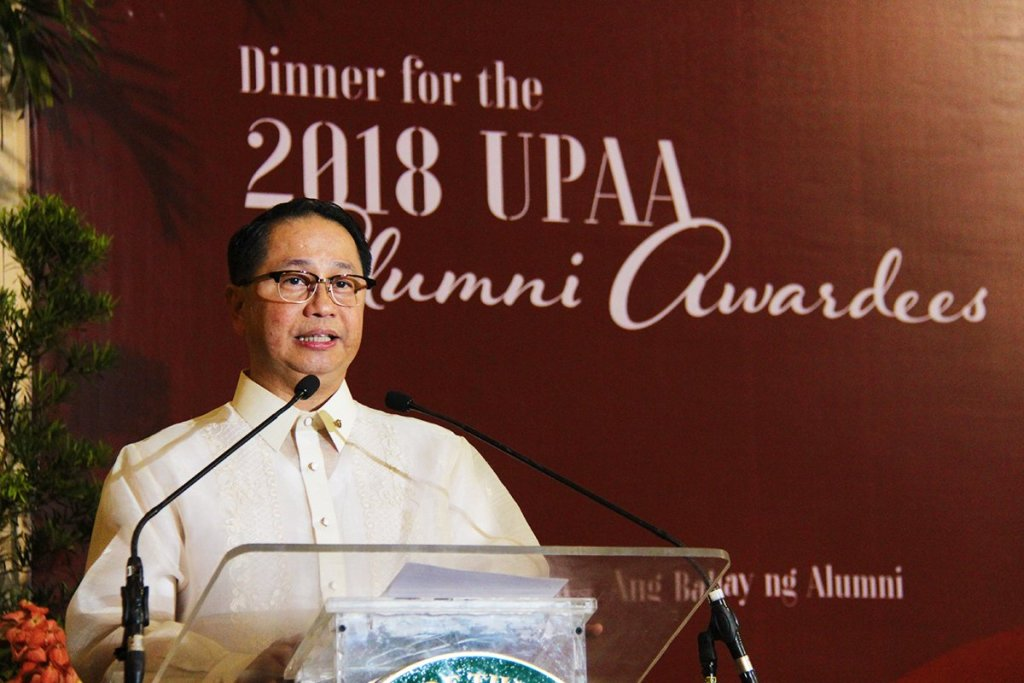 UP President Danilo L. Concepcion addresses the awardees. (Photo by Jun Madrid, UP MPRO)