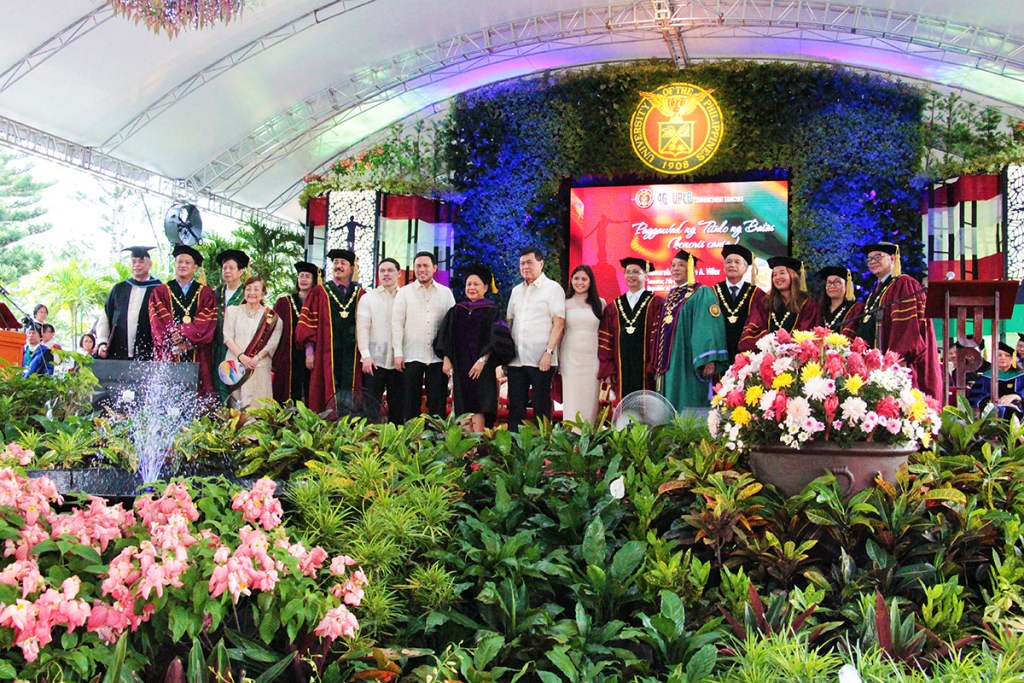 UP officials and members of the Villar family pose with Senator Cynthia A. Villar (center) after the conferment of her honorary degree at the D.L. Umali Freedom Park in UPLB on June 23, 2018. (Photo by Jun Madrid, UP MPRO)