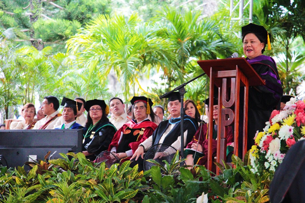 Senator Cynthia A. Villar delivers her commencement address at the UPLB graduation rites held at the D.L. Umali Freedom Park in UPLB on June 23, 2018. (Photo by Jun Madrid, UP MPRO)