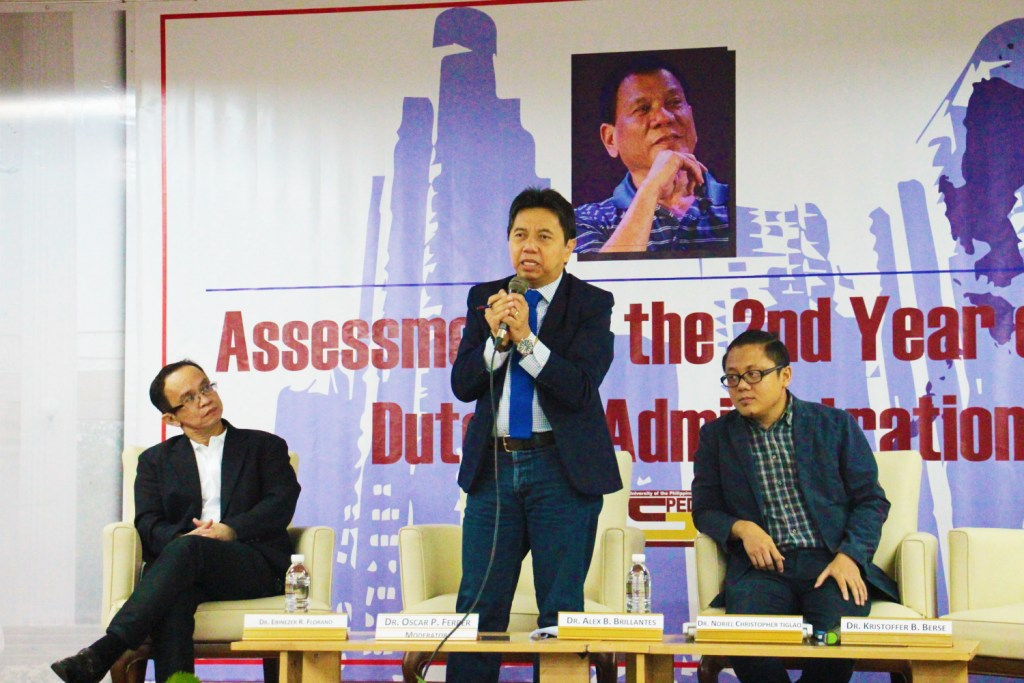 Dr. Alex B. Brillantes, Jr. discusses issues arising from the Duterte administration's initiatives for charter change and shift to federalism. (Photo by Jun Madrid, UP MPRO).