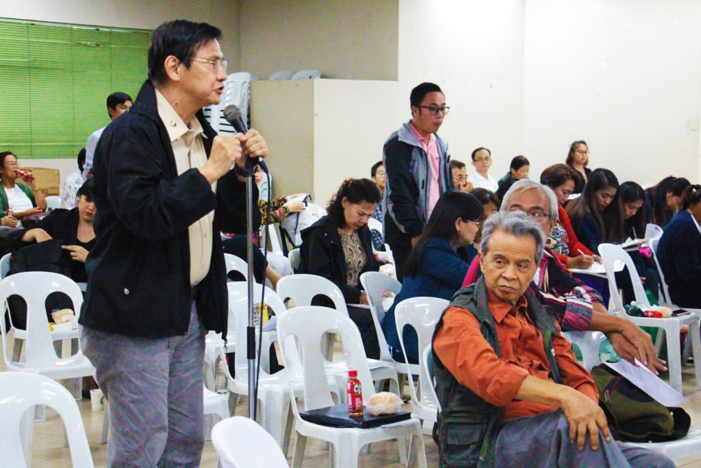 Dr. Danilo R. Reyes, professor of Public Administration, asks the panelists about the projected costs of transition to federalism. (Photo by Jun Madrid, UP MPRO).