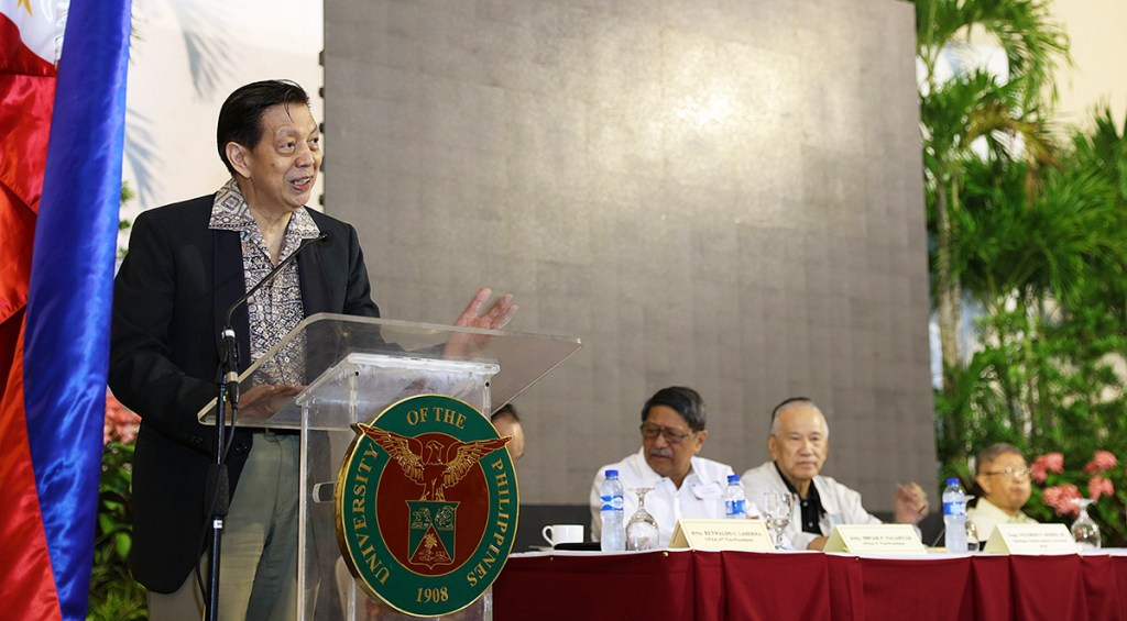 UP Alumni Association President and Alumni Regent Ramon Maronilla welcomes the members of the Alumni Council and calls the meeting to order. (Photo by Misael Bacani, UP MPRO)
