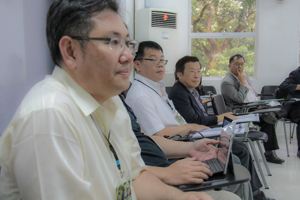 Members of the delegation join their UP colleagues in the workshops. (Photo by Jun Madrid, UP MPRO)