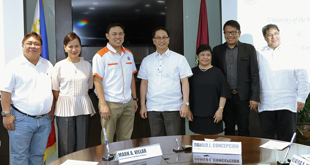 From left to right: District Engineer Ramon Devanadera of Quezon City 2nd District, DPWH Undersecretary for Planning and Public-Private Partnership Maria Catalina Cabral, DPWH Secretary Mark Villar, UP President Danilo Concepcion, UP VP for Development Elvira Zamora, UP VP for Planning and Finance Joselito Florendo, and UP EVP Teodoro Herbosa (Photo by Misael Bacani, UP MPRO)