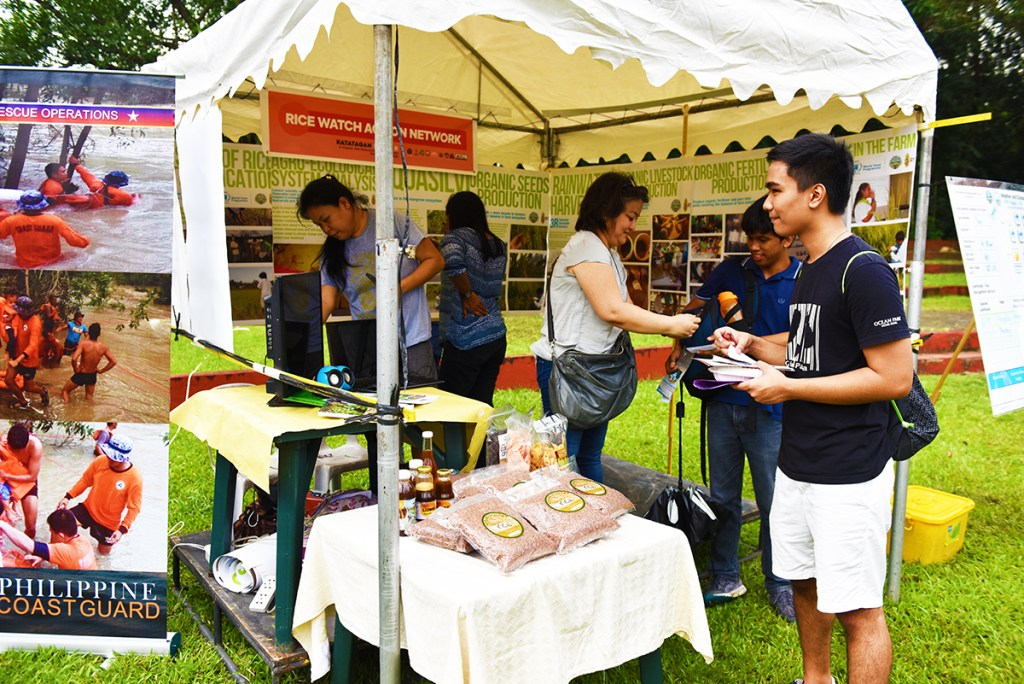 A booth addresses rice productivity in a time of climate change. (Photo by Bong Arboleda, UP MPRO)