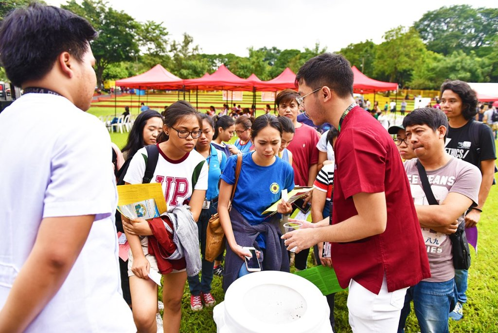 A technology to purify water is demonstrated by medical volunteers. (Photo by Bong Arboleda, UP MPRO)