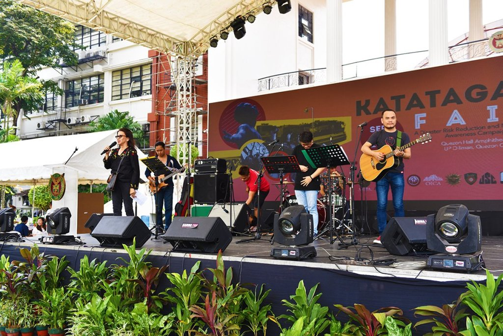 Prof. Glecy Atienza and members of Guro sa Sining ng Bayan Inc. rouse the crowd with catchy songs on earthquakes. (Photo by Bong Arboleda, UP MPRO)