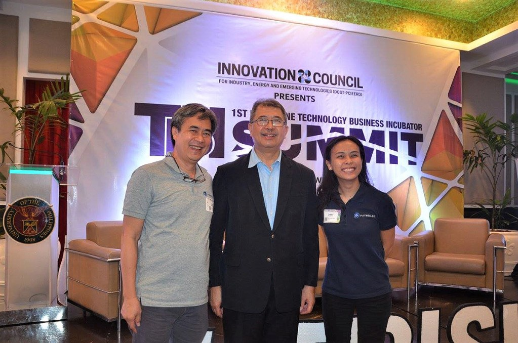Payruler founder Jojo De Jesus and chief operations officer Timmy de Jesus with Science and Technology Secretary Fortunato de La Peña during the 1st Philippine TBI Summit. (Photo from UP CeBuInIT Facebook)