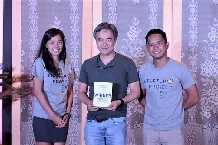 Jojo de Jesus receiving an award for Payruler during the StartUp Project Ph Pitch Challenge. (Photo from UP CeBuInIT Facebook)