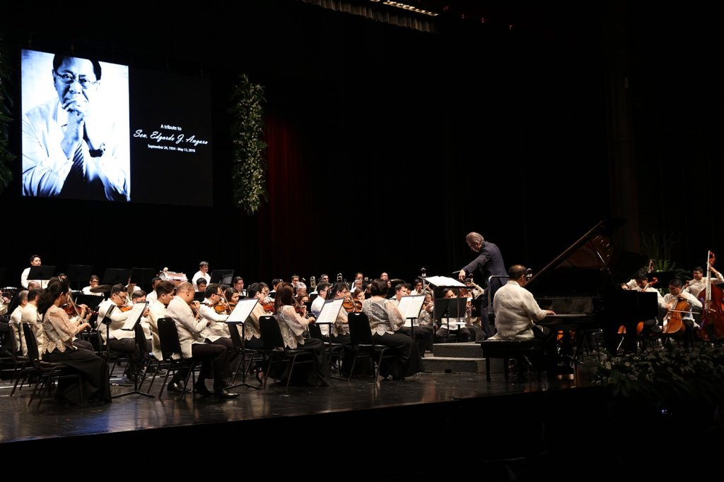 """Maestro Yoshikazu Fukumura and the PPO are joined by Raul Sunico on the piano in """"Concerto in F."""" (Photo by Misael Bacani, UP MPRO)"""