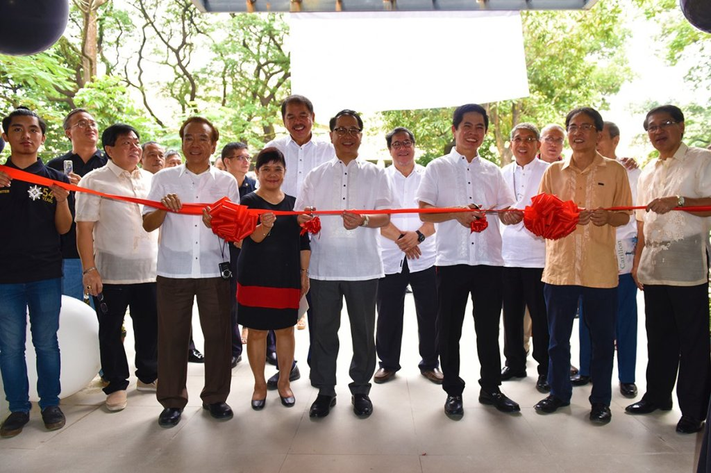 UP officials and members of the Epsilon Chi Fraternity council lead the ribbon-cutting. (Photo by Bong Arboleda, UP MPRO)