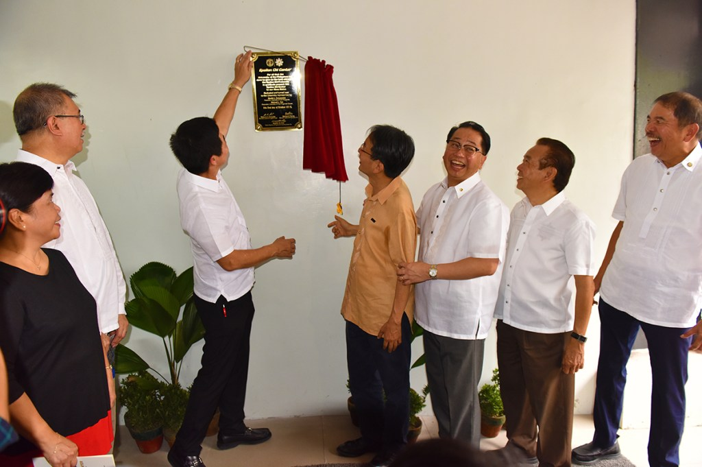 UP officials and members of the Epsilon Chi Fraternity council lead the unveiling of the center's marker. (Photo by Bong Arboleda, UP MPRO)