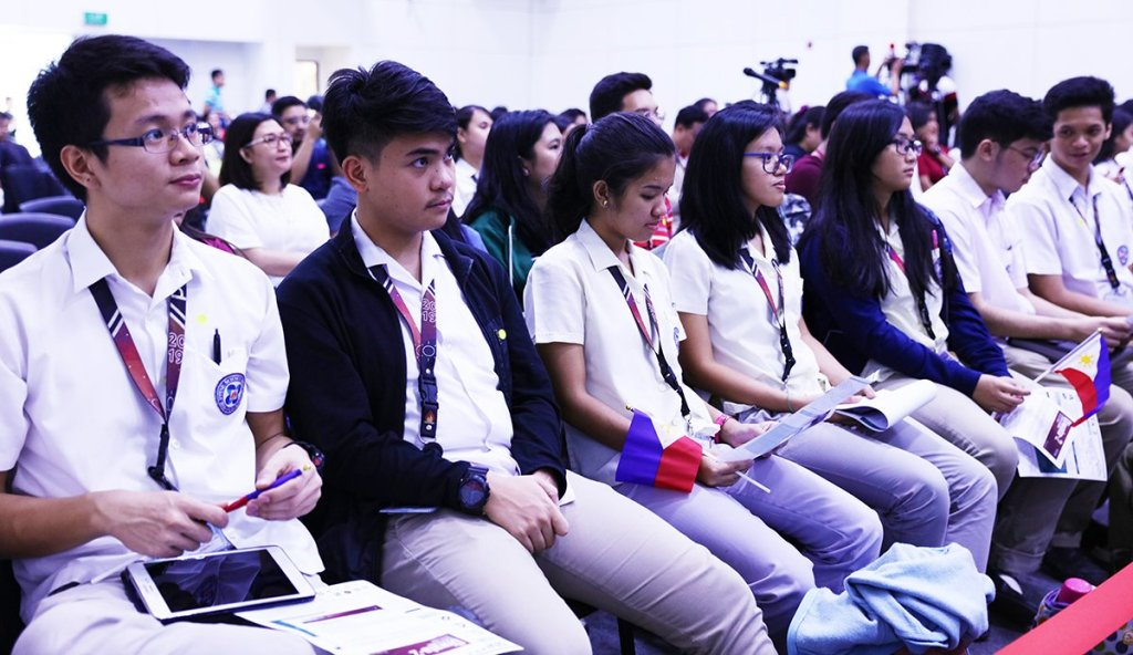 High school students from around the country viewed the launch of Diwata-2. (Photo by Misael Bacani, UP MPRO)