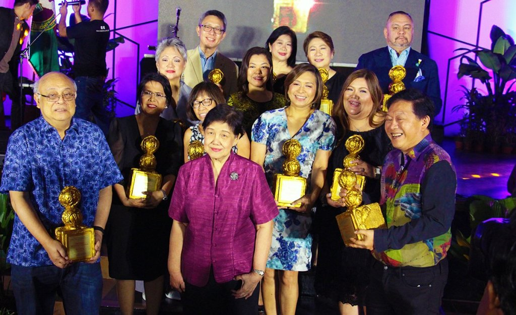 The 2018 Glory Awardees pose for a photograph. (Photo by Jun Madrid, UP MPRO)