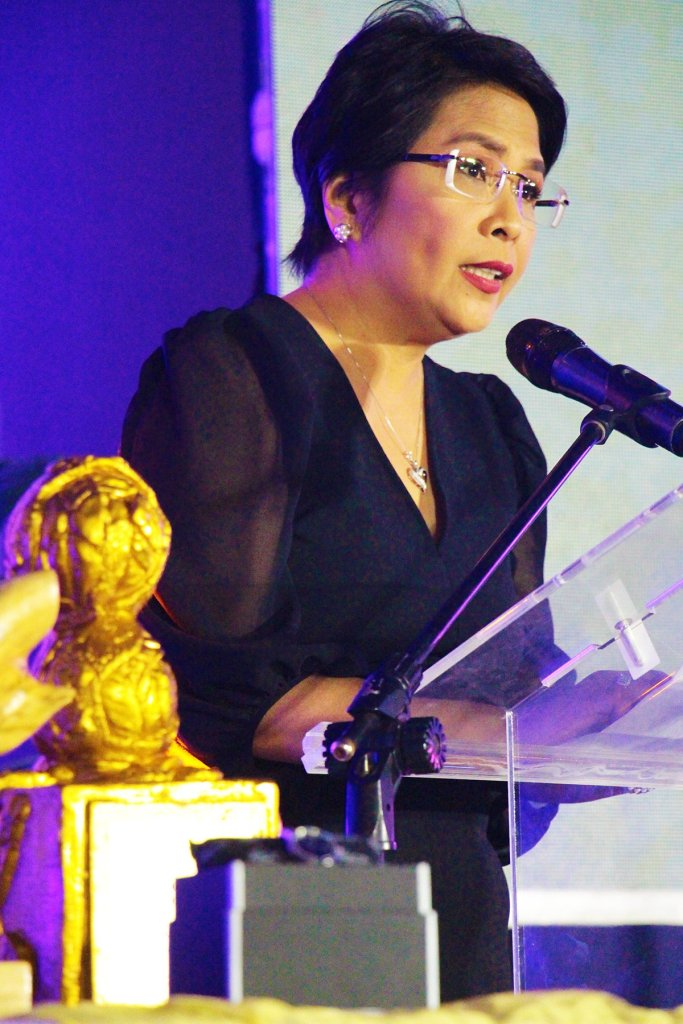 Luz Rimban of VERA Files talks about the pleasures and challenges of being a journalist. (Photo by Jun Madrid, UP MPRO)