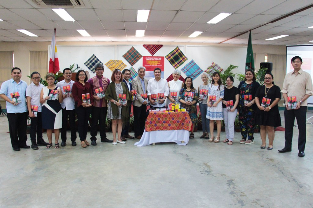 """Co-editors and authors of the book, """"Sakunang Darating, Saklolo'y Tayo Rin"""" (Photo by Jun Madrid, UP MPRO)"""