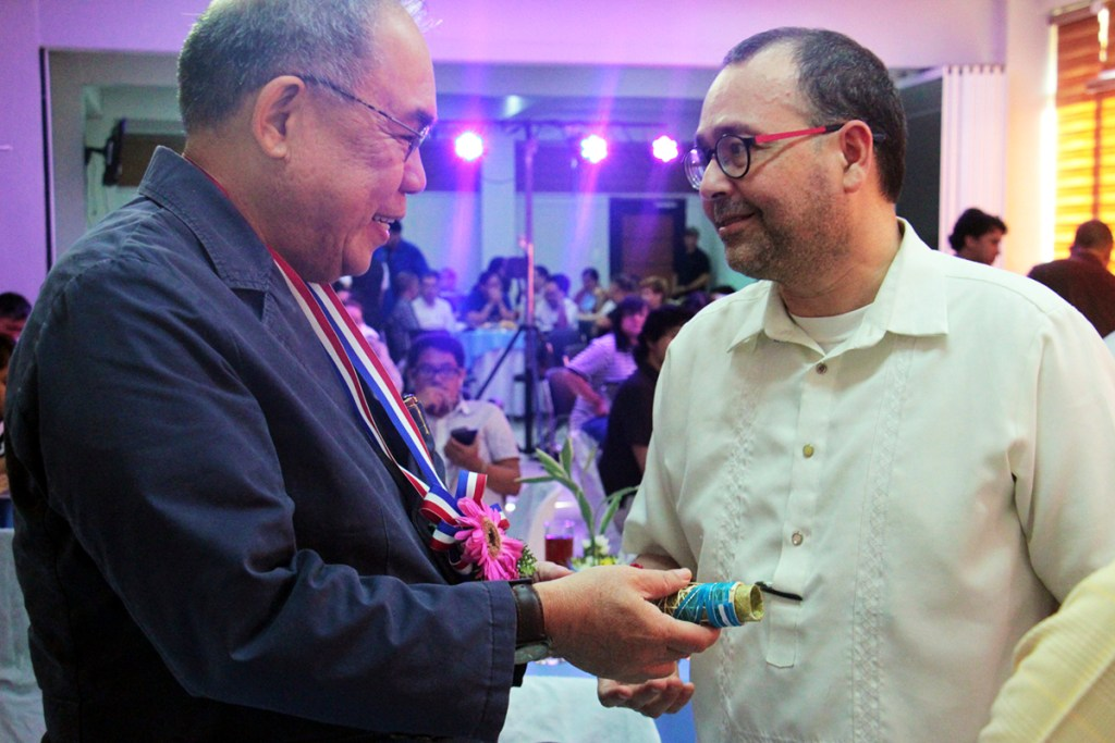 """UP Vice President for Public Affairs Jose """"Butch"""" Y. Dalisay Jr. and CHR Chairperson Jose Luis Martin C. Gascon. (Photo by Jun Madrid, UP MPRO)"""