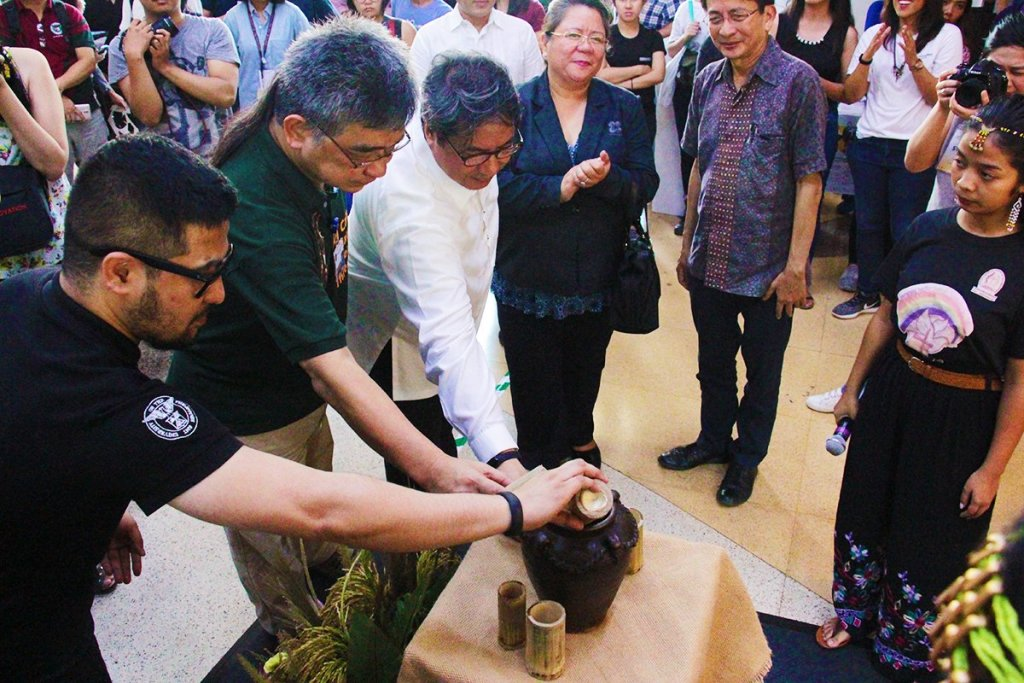 The first Science, Technology, and Society Month of UP Diliman opens with a ceremonial pouring of tapuy into a communal jar. Taking their turn are Prof. Alonzo Gabriel of the College of Home Economics, Prof. Perry Ong of the College of Science, and UP Executive Vice President Teodoro Herbosa, after Undersecretary Rowena Guevara of the Department of Science and Technology and UP Diliman Chancellor Michael Tan have theirs. (Photo by Jun Madrid, MPRO)