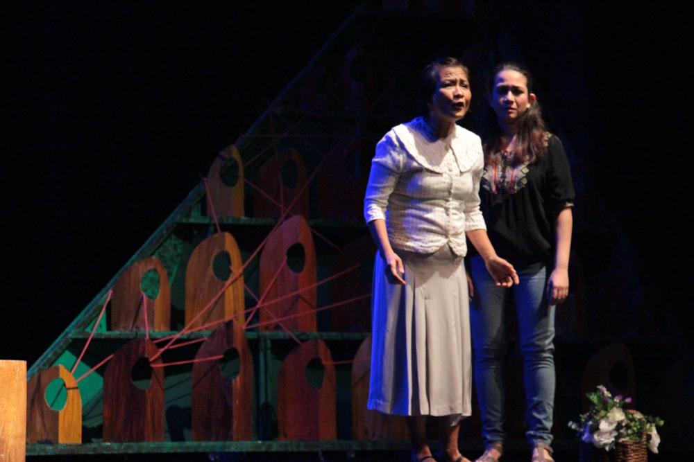 Mia Bolaños as Felisa, Junyee's mother, and Astarte Abraham as Teresa/Tess, Junyee's wife. (Photo by Jun Madrid)