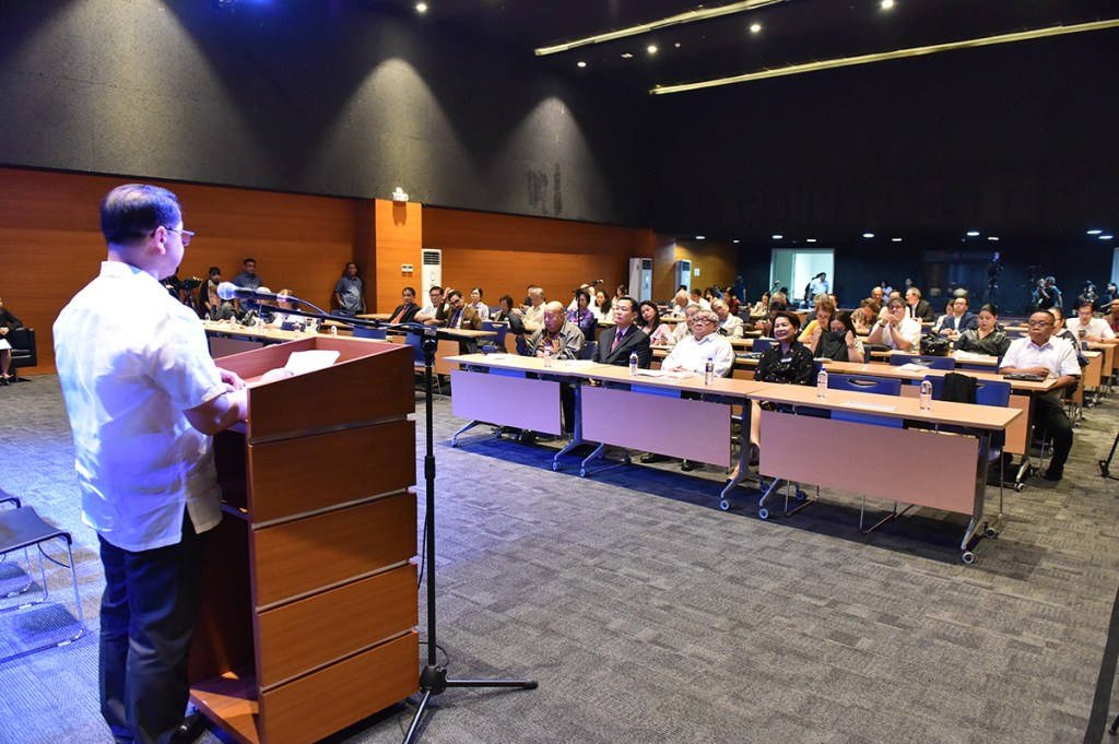 UP President Danilo Concepcion welcomes trustees and members of the Akademyang Filipino, observers, university professors, senior law students, and media staff to the UP Professional Schools-Bonifacio Global City. (Photo by Bong Arboleda, UP MPRO)