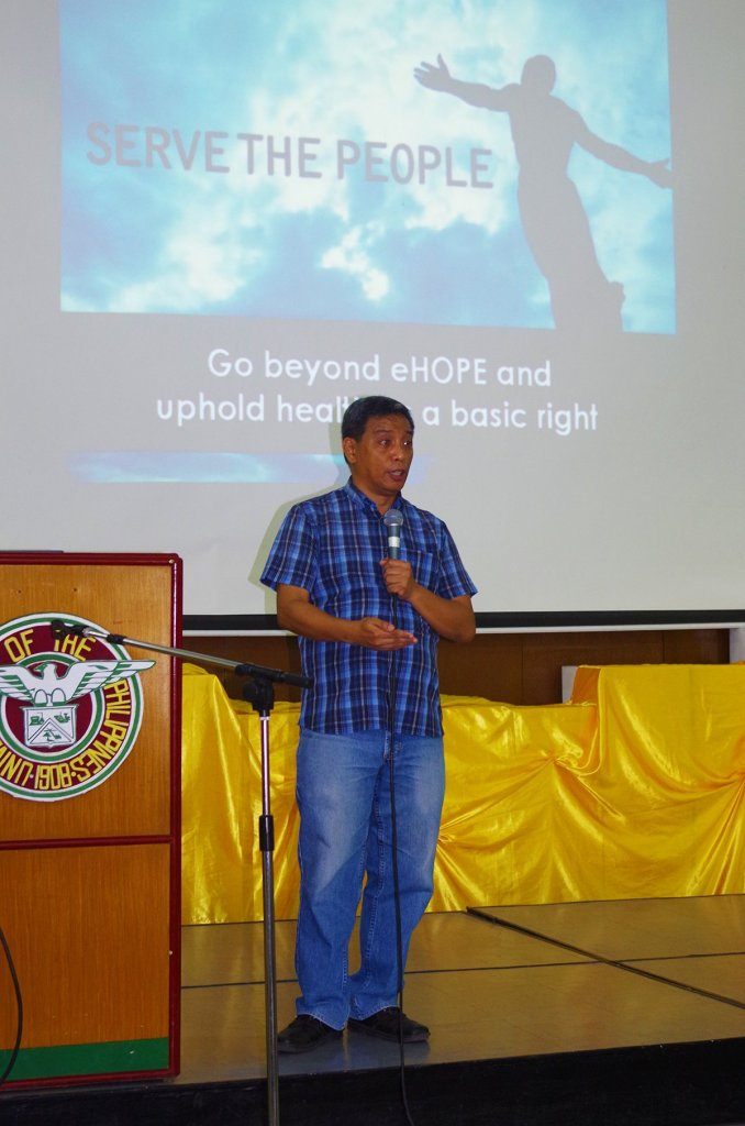 Dr. Gene Nisperos, president of the AUPAEU-UP Manila Chapter, talks about the AUPAEU's campaigns and the eHOPE during a forum held in UP Diliman. (Photo by Fred Dabu, UP MPRO)