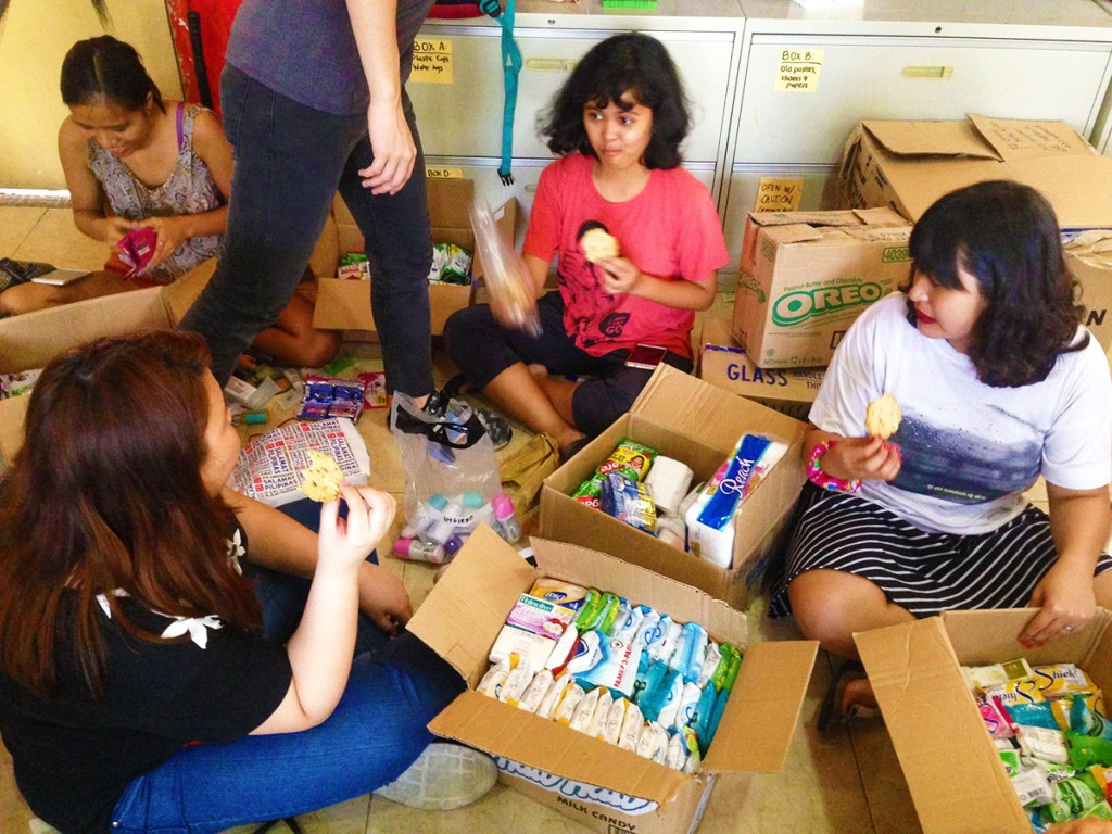 NSTP students help repack donated goods for Marawi City. (Photo from the UPD USC)