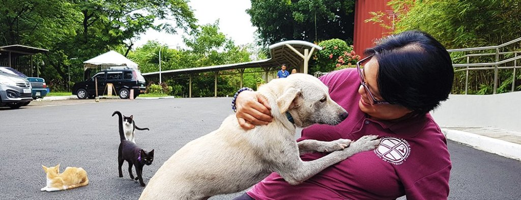 UP CMC's Prof. Khrysta Rara and one of the dogs who visit Mass Comm. (Photo by Celeste Llaneta, UPMPRO)