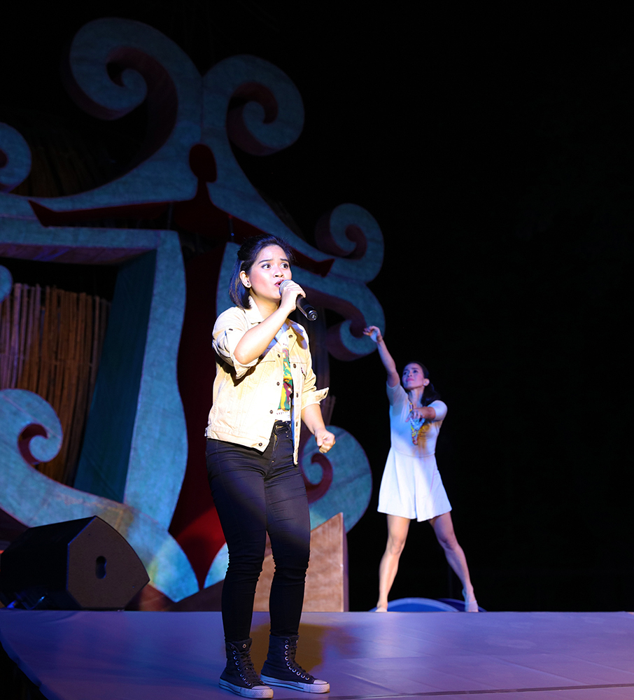 """Louise Anne Manuel sings as Kris-belle Paclibar Mamangun dances to the Rico Blanco song, """"Posible."""" (Photo by Misael Bacani, UP MPRO)"""