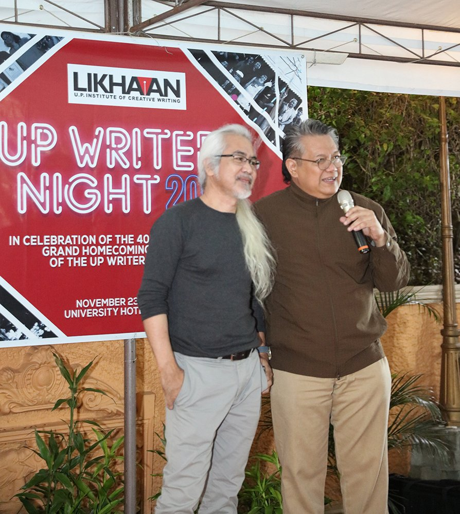 Former ICW Director VIM Nadera (right) and Donato Alvarez, who created the Likhaan logo (Photo by Misael Bacani, UP MPRO)
