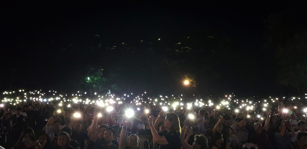 The crowd responds to the tribute to the UP athletes with cheers and waving lights. (Photo by Jo. Lontoc, UP MPRO)