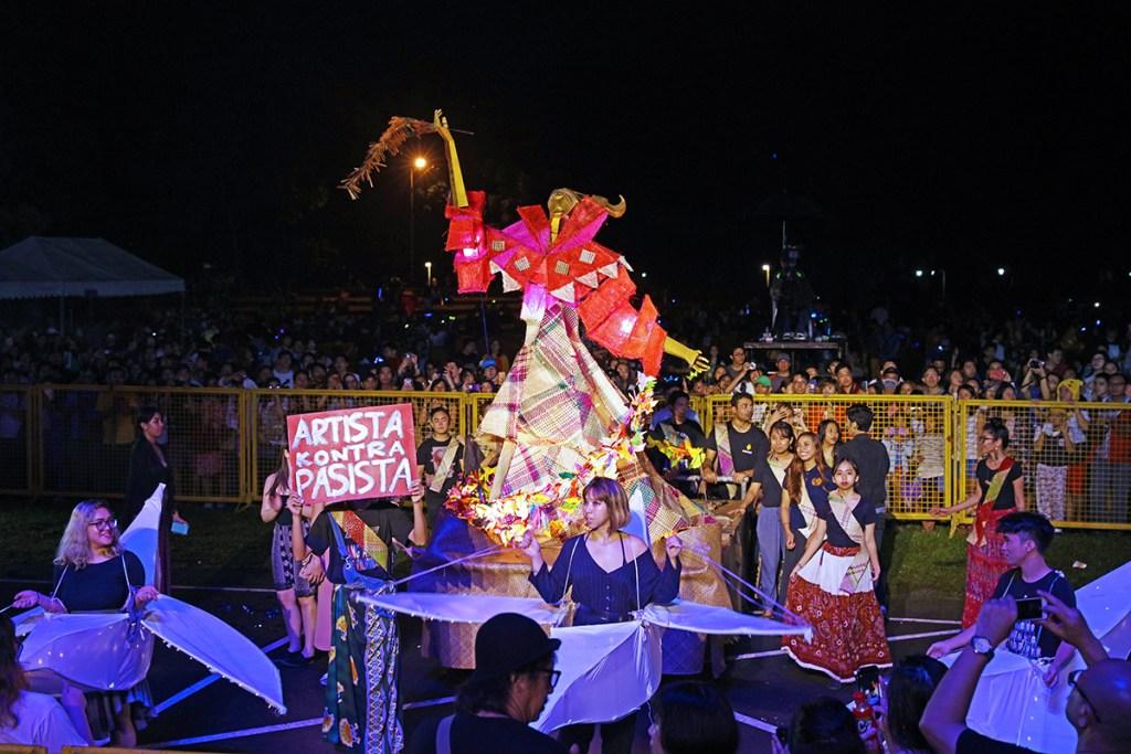 The third-prize winning lanterns of CFA Class Materials 1 Block Y and CFA Class Materials 1 Block Z. (Photos by Misael Bacani, UP MPRO)