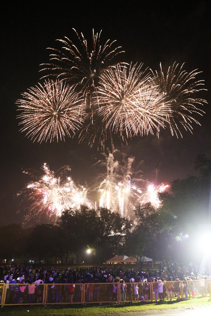 The grand fireworks display. (Photo by Misael Bacani, UP MPRO)