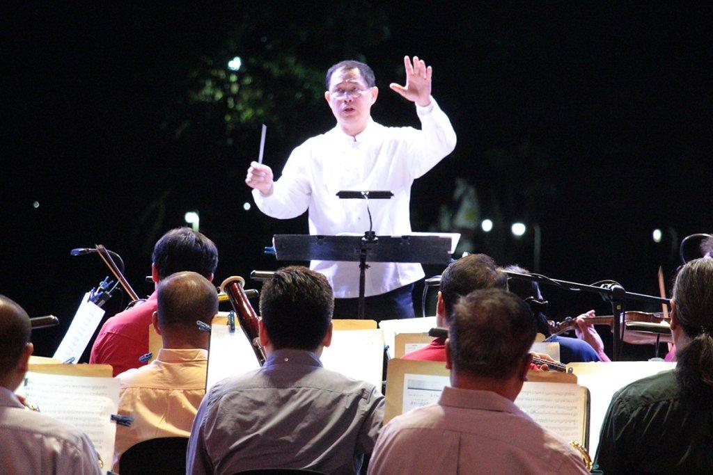 Maestro Herminigildo Ranera conducts the PPO. (Photos by Jun Madrid, UP MPRO)