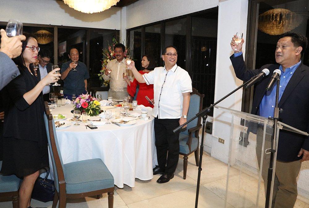 Regent Angelo Jimenez leads the toast to de Vera. (Photo by Misael Bacani, UP MPRO)
