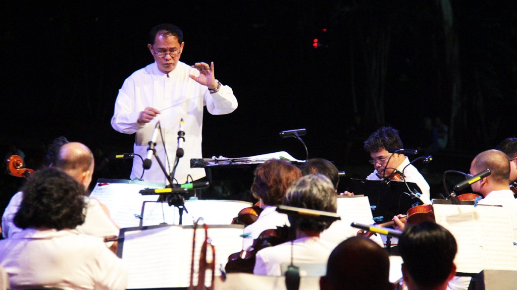 Ranera keeps a note precise. (Photos from 'Simulain at Pangarap' concert by Jonathan Madrid, UP MPRO)