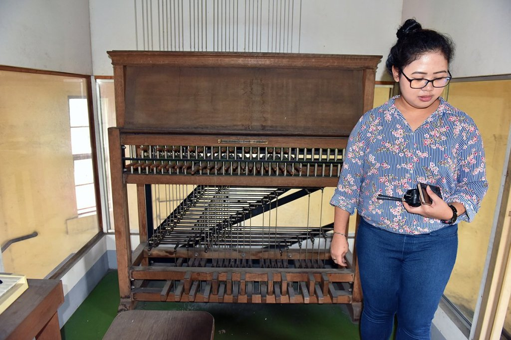 Henriette Baes with the clavier used by trained carillonneurs to play their music. (Photo by Bong Arboleda, UP MPRO)