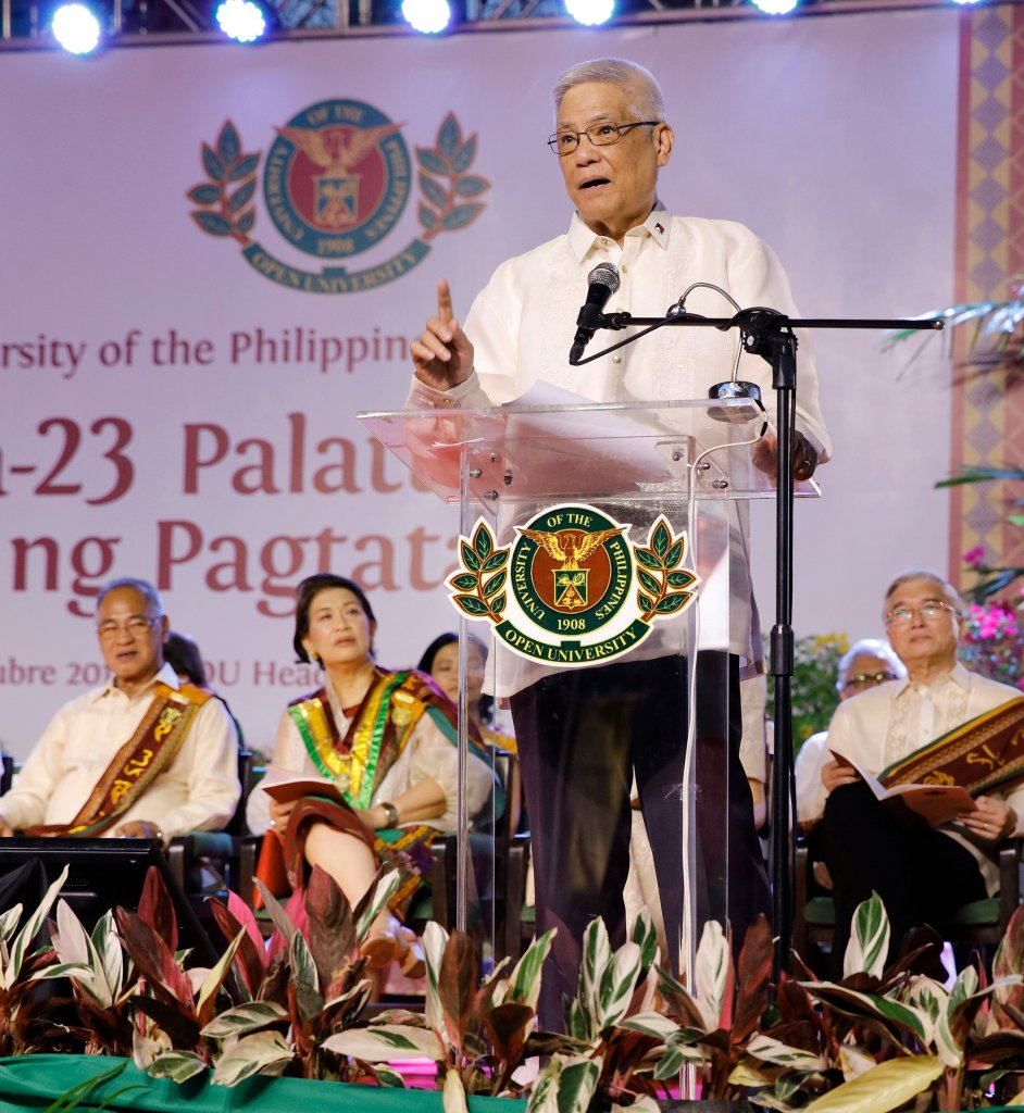 Ret. B.Gen. Eliseo Rio Jr., Undersecretary for Operations of the Department of Information and Communications Technology, delivers the commencement address. (Photo by Misael Bacani, UP MPRO)
