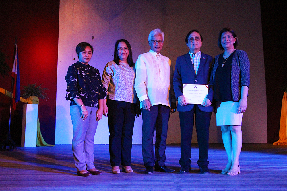 L-R: Rhodella A. Ibabao of the UPV Office of Continuing Education; UP Padayon Director Jeanette L. Yasol-Naval; UP Visayas Chancellor Ricardo Babaran; NEDA Socio-economic Planning Secretary Ernesto Pernia; and, UP Vice President for Public Affairs Elena Pernia at the CUPSCON 3 in UP Visayas. Photo by Jun Madrid, UP MPRO