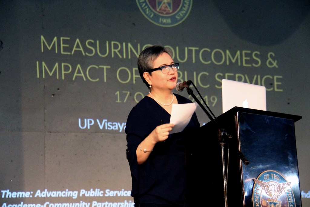 """Former UP Padayon Director Ma. Crisanta Nelmida-Flores lectures on """"Measuring Outcomes and Impact of Public Service"""". Photo by Jun Madrid, UP MPRO."""