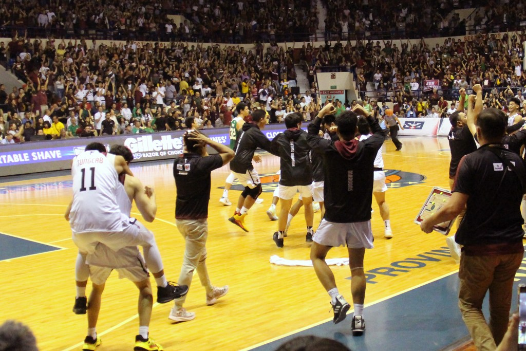 The victorious Maroons run over to the court in jubilation. Photo by Jun Madrid, UP MPRO