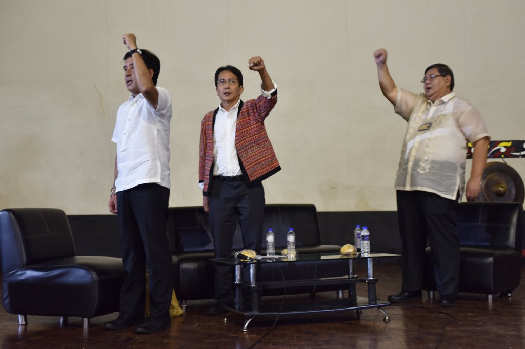 The two chancellor-candidates, UPD Vice-Chancellor for Research and Development Fidel Nemenzo (left) and UP College of Engineering Dean Ferdinand Manegdeg (right), together with outgoing UPD Chancellor Michael Tan (center), sing the UP Naming Mahal at the conclusion of the public forum where they presented their respective visions and plans to the UP Diliman Community. Photo by Bong Arboleda, UP MPRO.
