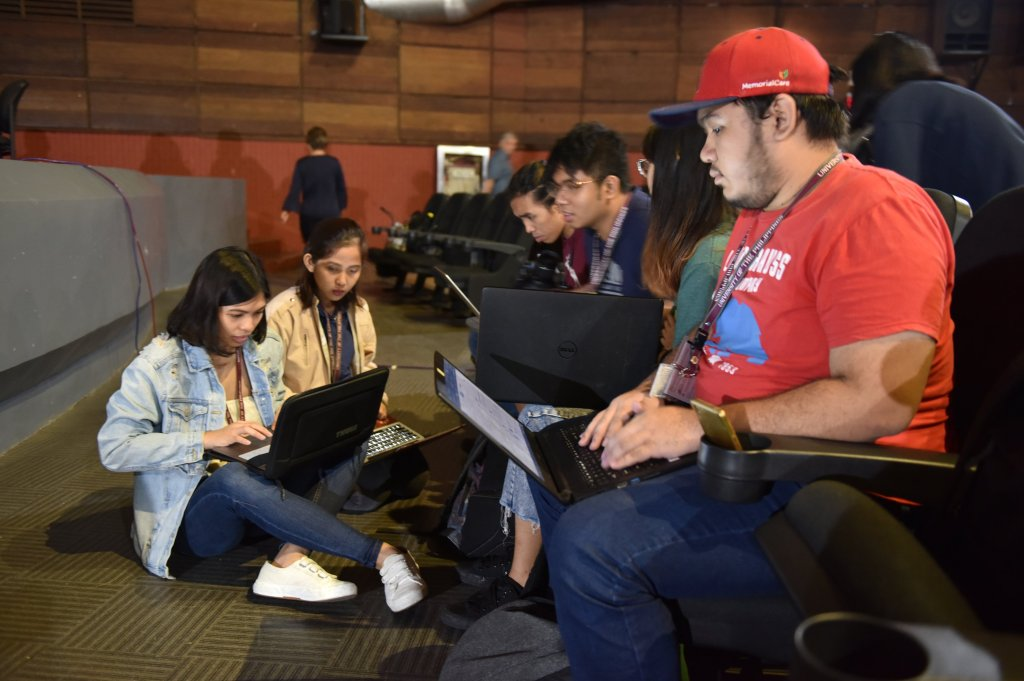 Staff members of the different UP Diliman student publications and DZUP prepping before the event. Photo by Bong Arboleda, UP MPRO.