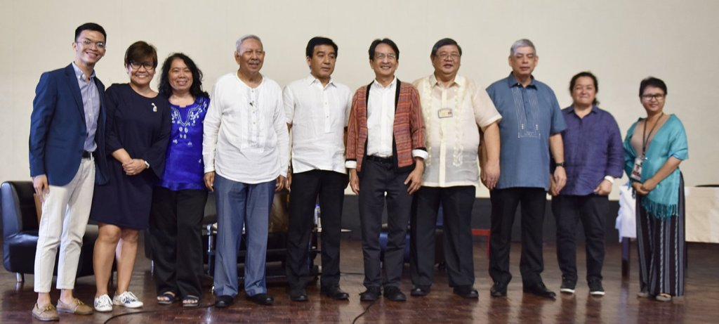 A group photo of the Search Committee for the UP Diliman Chancellor, the two chancellor-candidates and Chancellor Tan onstage after the public forum. Photo by Bong Arboleda, UP MPRO.