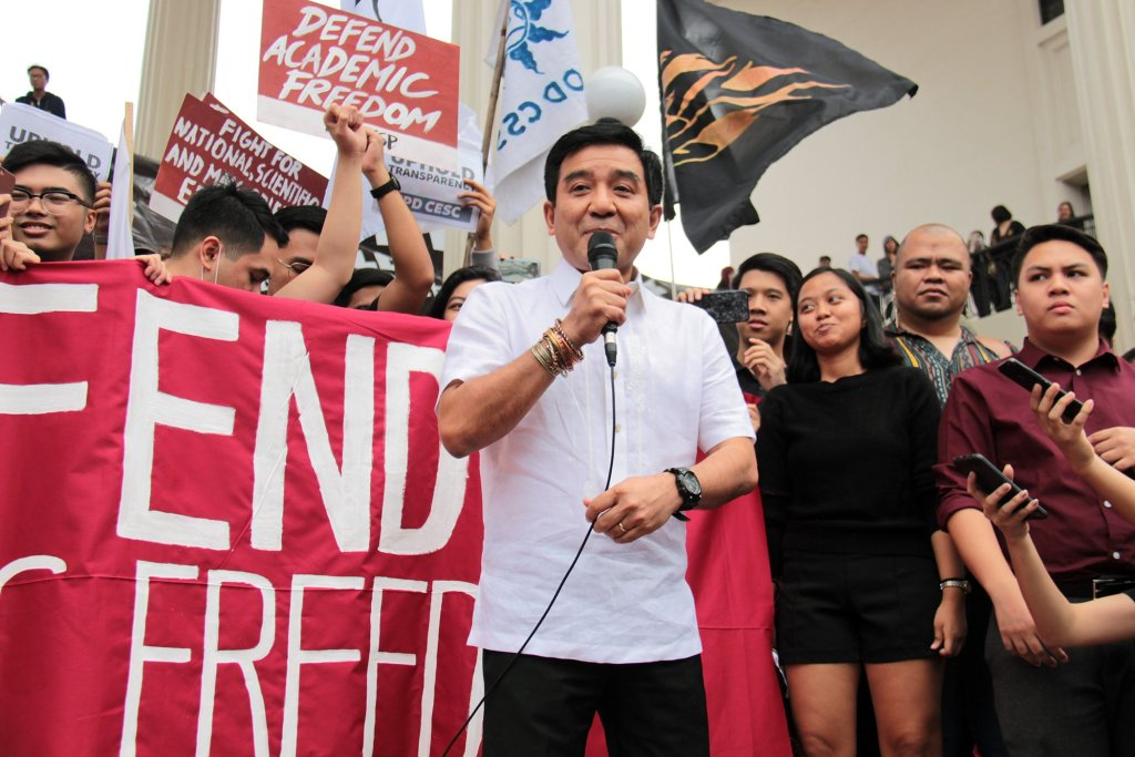 Fidel Nemenzo addresses the muti-sectoral mobilization at Quezon Hall. Photo by Jun Madrid, UP MPRO.