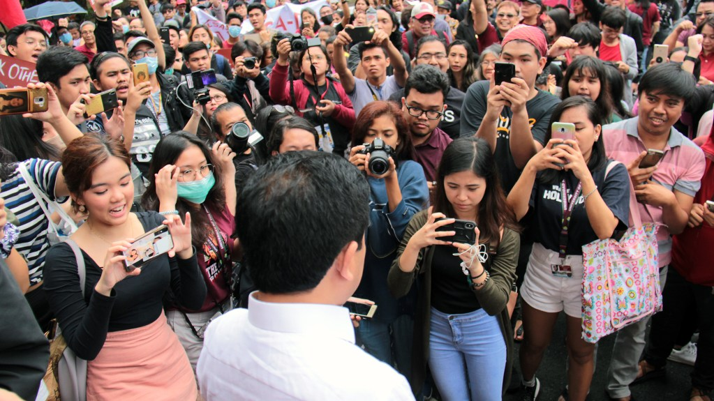 Fidel Nemenzo is interviewed by students at the Oblation Plaza. Photo by Jun Madrid, UP MPRO.