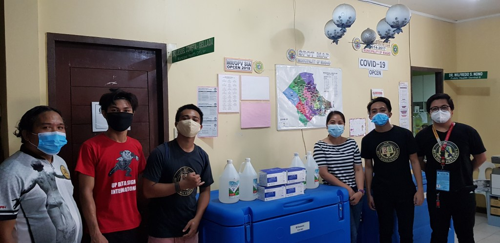 UP Beta Sigma Fraternity, UP Visayas Chapter donates four gallons of alcohol and four boxes of face masks to Miag-ao Rural Health Unit. From left to right: Mon Francis Sorongon, Marv Aranjuez, Kyle Dominic Barnuevo, Dr. Jesel Cometa-Gellada, L'Jude Mikkel Cortes, Mark Aaron Tinambunan.